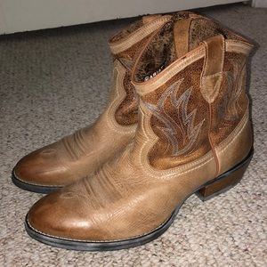 ARIAT leather ankle boot